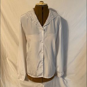 Impressions White sheer blouse&Embroidered collar